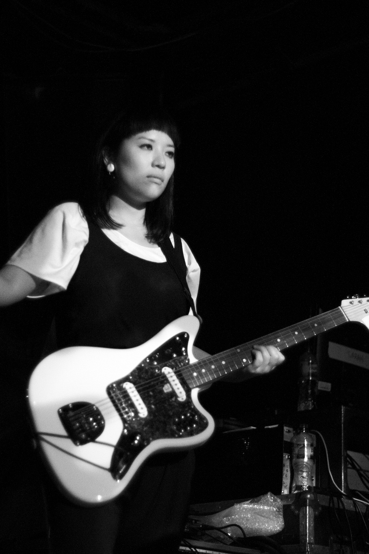 Ayu Okakita, Guitar, B&W, Nedry, Hoxton Square Bar & Kitchen, London